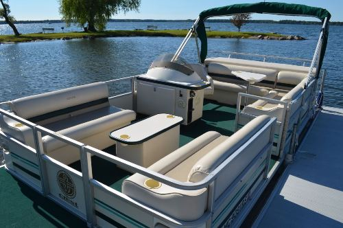 Featured Boat for Sale - 1999 Crest II